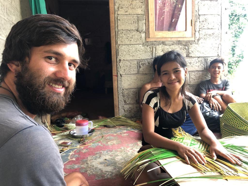 Karlík a místní lidé bali
